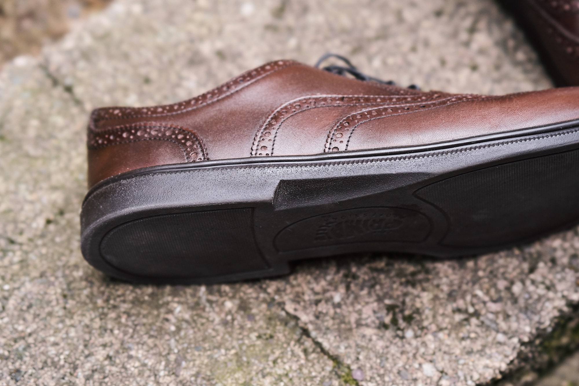 The hidden heel of the Carets Falcon gives this zero drop shoe a traditional dress shoe appearance
