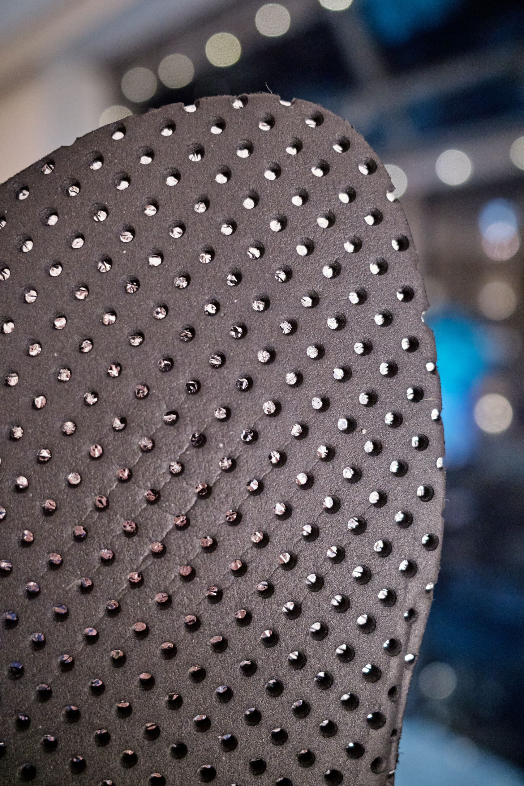 The heat-reflecting insoles of the Denver are designed to trap heat and are made from similar materials to those first developed for space exploration, emergency rescue, and post-marathon huddles