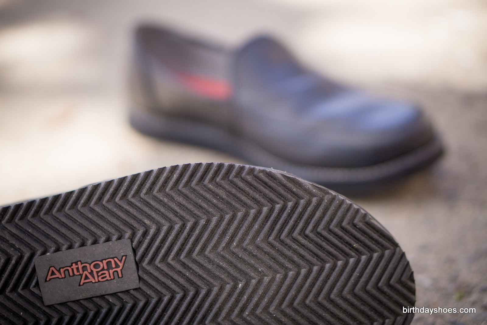 The 15mm sole from Anthony Alan is zero drop, has excellent traction, and provides the platform for a wide toebox