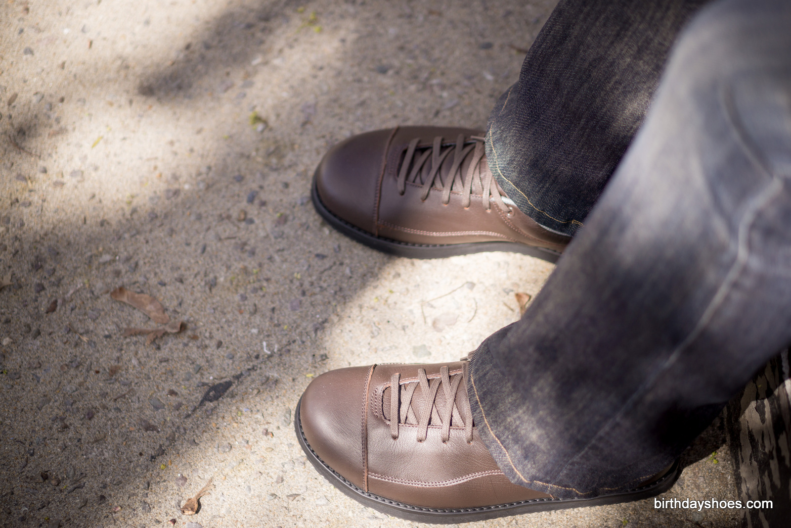 The Oxford is a great choice if you want your minimalist-inspired dress shoe with laces