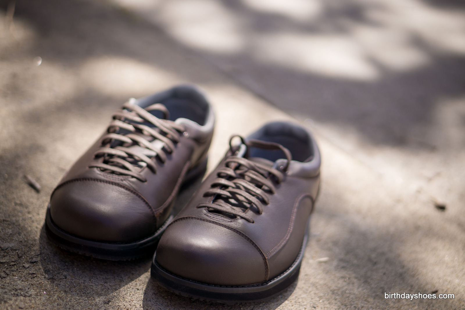The classy, and more conventional-looking, minimalist dress shoe