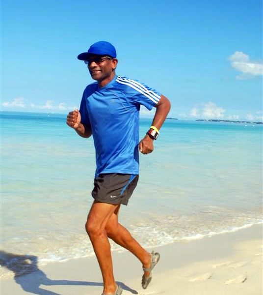 Jawa runs on Negril Beach in Jamaica in his Sprint Vibram Five Fingers.  Looks like a beautiful place for a sandy run!