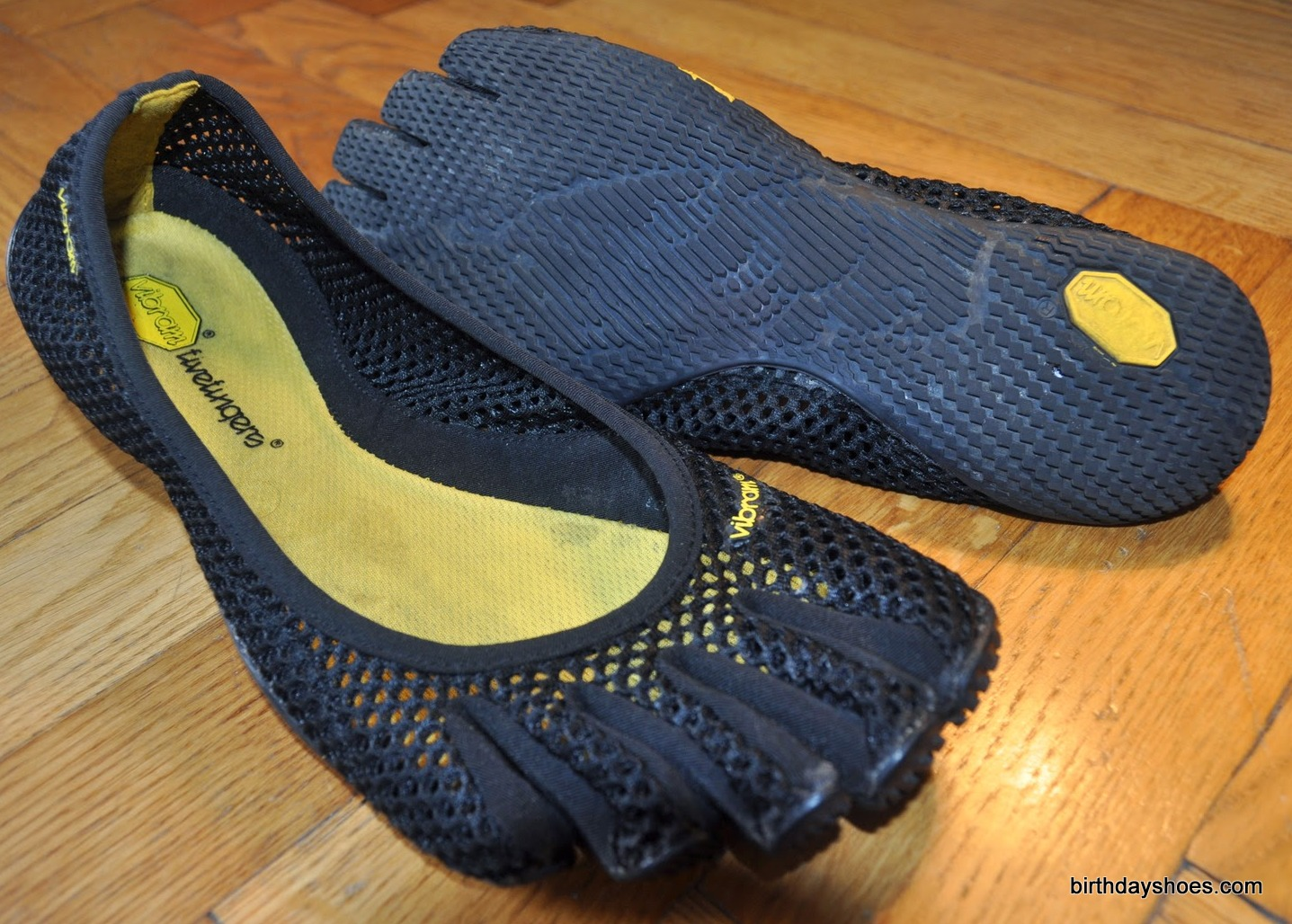 The VI-B FiveFingers is a women's-only, ultra-minimalist VFF that is reminiscent of the old Classic FiveFingers.